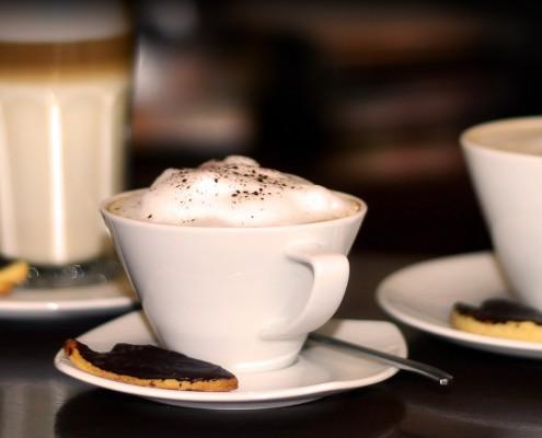 Milchkaffee im Café-Wunderbar in Fulda